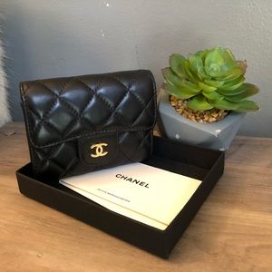 CHANEL Bags - Chanel quilted Lambskin Cardholder